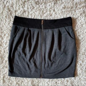 Zip front mini with pockets (never worn)